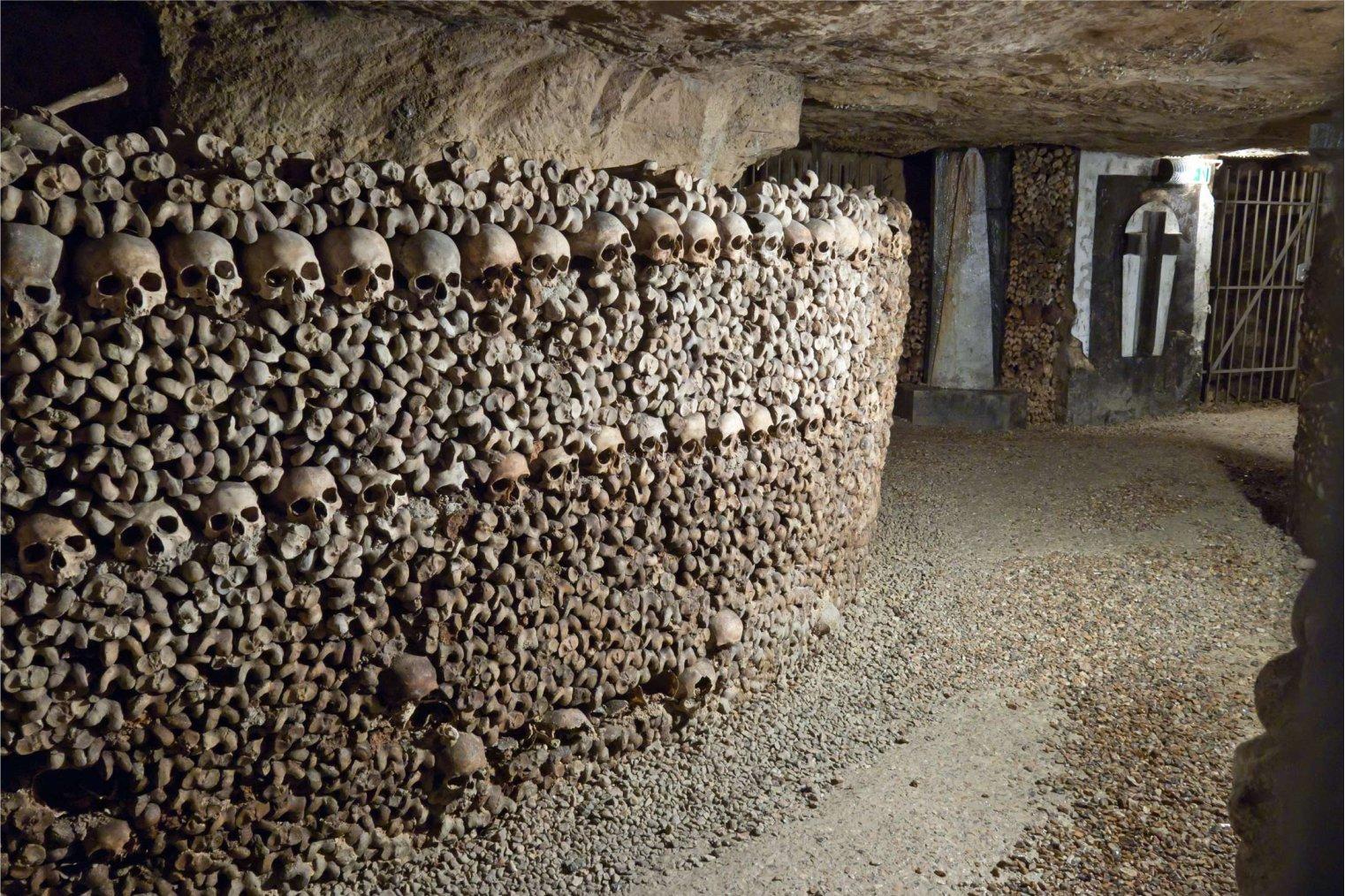 Catacombs of Paris. Travel. Катакомбы Парижа. Туризм