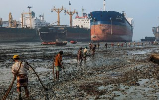 Chittagong Ship Breaking Yard. Кладбище кораблей
