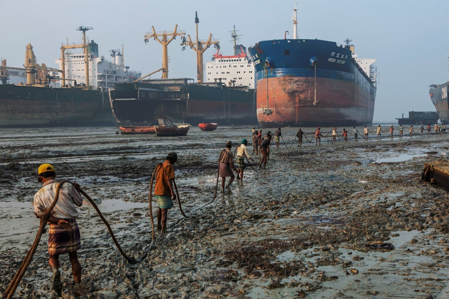 Chittagong Ship Breaking Yard. Кладбище кораблей