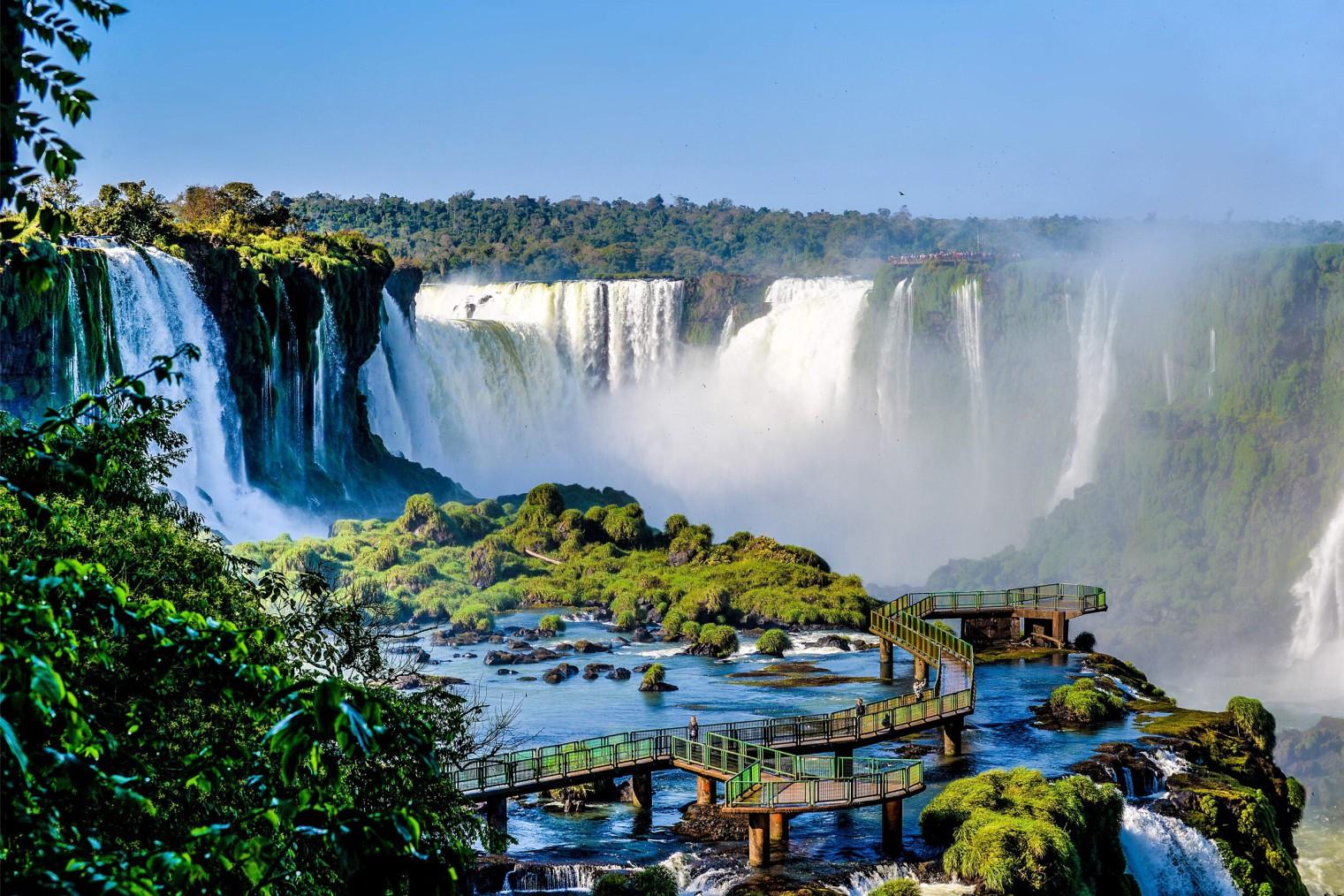 Iguazu Falls. Travel. Водопады Игуасу, туризм