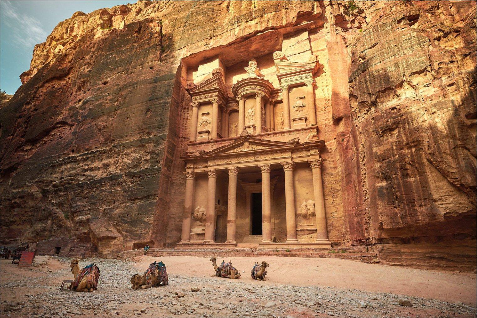 Petra Treasury. Travel. Петра, туризм