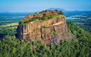 Sigiriya. Lion Rock Sinhalese. Сигирия, Львиная гора